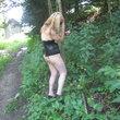 Mit Handschellen am Baum gefesselt..........