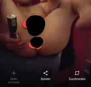 Deospraydose in den Arsch gesteckt.