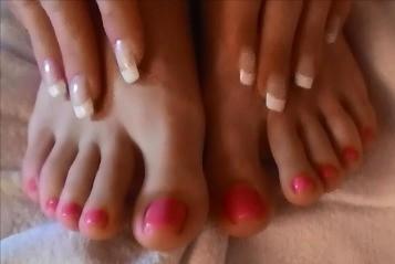 rosa-lackierte-Fußnägel