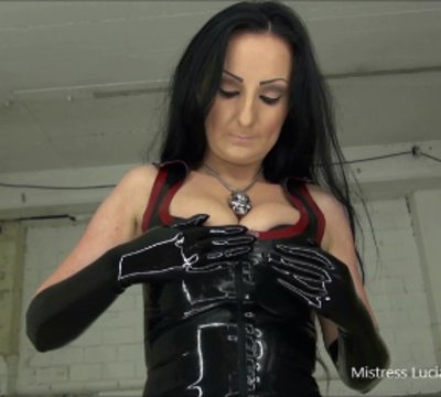 Mistress Luciana in schwarzem , gl�nzenden Latex