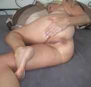 beim Schlafen nackt gefilmt