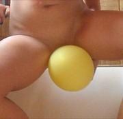 Gelber Ballon bepisst