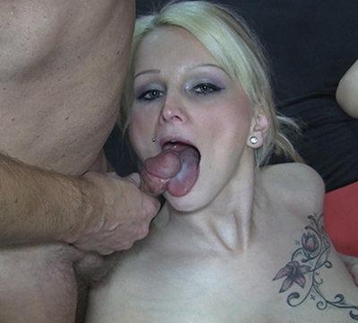 Mia und Lilly in den Mund gespritzt