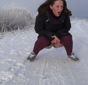 Pissen im Schnee