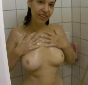 Lizzy duscht f�r DICH