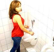 Die MUTPROBE! Skandal auf Öffentlicher Toilette