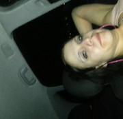 laura macht es sich selber im auto