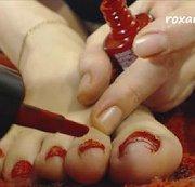 Zehen rot lackieren (Wunschclip)