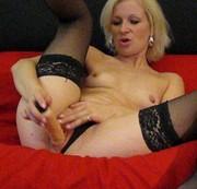 Ficke meine nasse pussy mit dem Dildo schön tief