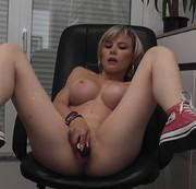 PREMIERE ich in Sneakers mit Dildo AtM und geilem Orgasmus