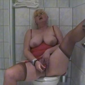 Heimlich im Badezimmer