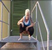 Outdoor von der Treppe gepisst